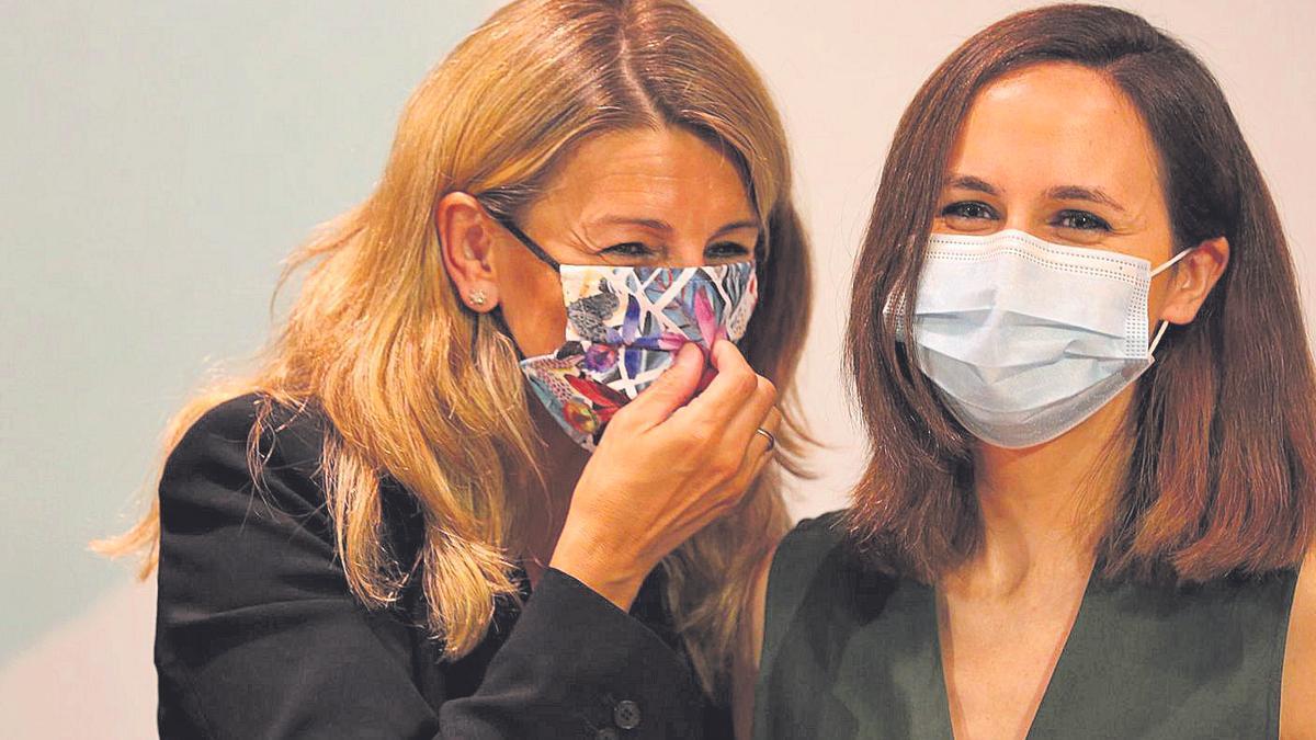 La vicepresidenta Segunda del Gobierno de España y Ministra de Trabajo, Yolanda Díaz e Ione Belarra, la ministra de Derechos Sociales y Agenda 2030.