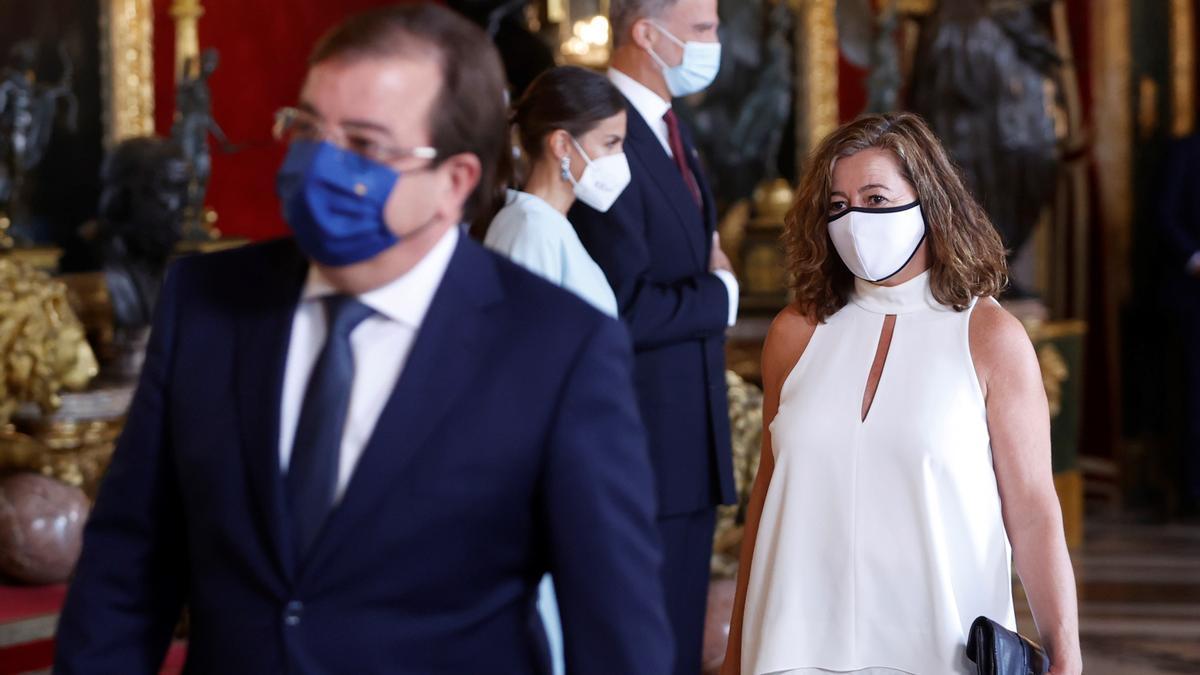 La presidenta del Govern, Francina Armengol, durante la recepción ofrecida por los Reyes por el 12 de octubre.