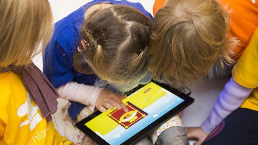 Más uso de pantallas en menores, mayor exposición a los ciberdelitos