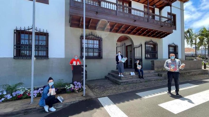 El Sauzal reparte 600 libros por el municipio
