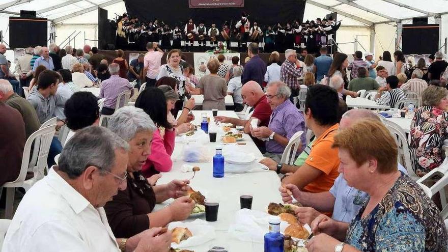 La Fiesta del Codillo de Mos despacha más de 5.000 raciones en su celebración