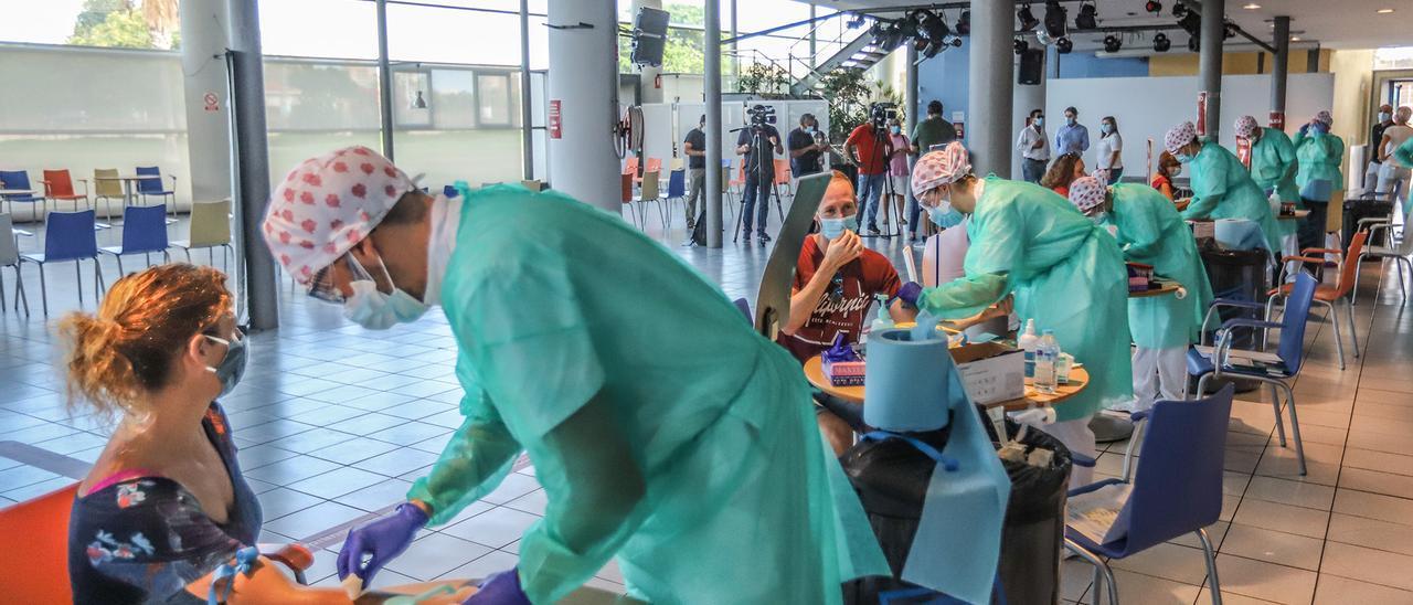 Imagen de 2020 de la realización de pruebas masivas de diagnóstico de covid en Torrevieja