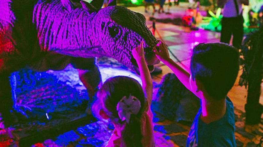 El Palau Firal rep una exposició amb una trentena de dinosaures