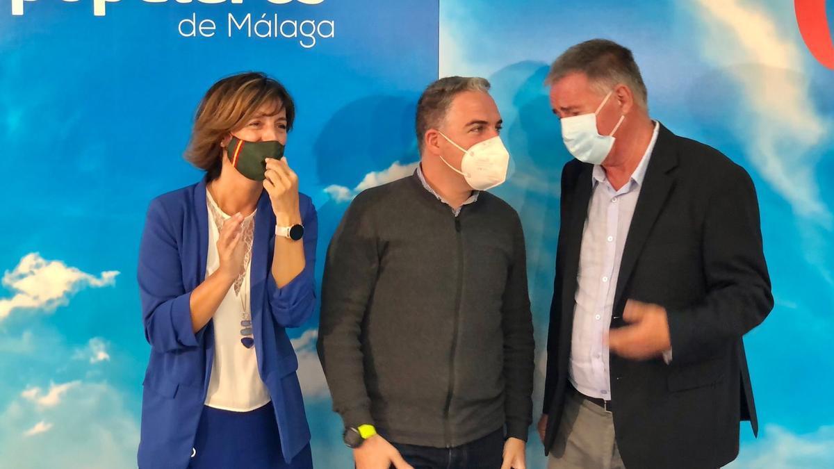 Elías Bendodo, durante una reunión con los afiliados del PP en Mijas