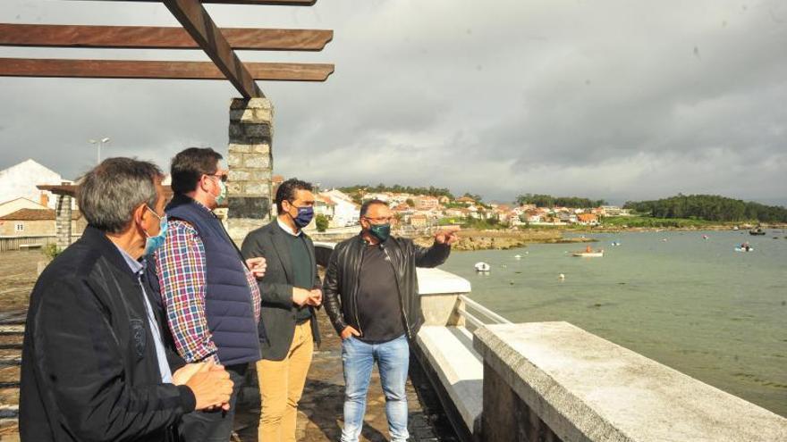 Modernización de la lonja o limpieza del puente, deberes de A Illa para Luis López