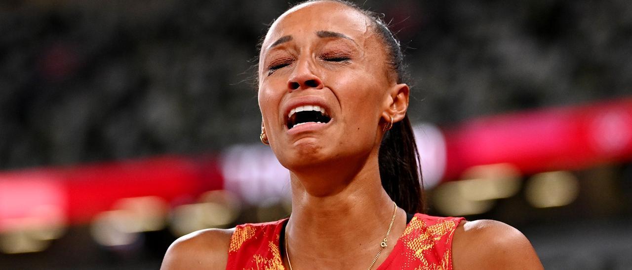 Ana Peleteiro se emociona tras ganar la medalla de bronce en los Juegos Olímpicos de Tokio