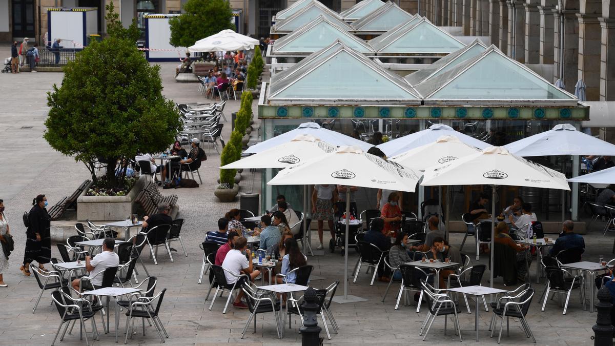 Terrazas en la plaza de María Pita, en A Coruña. / C.Pardellas