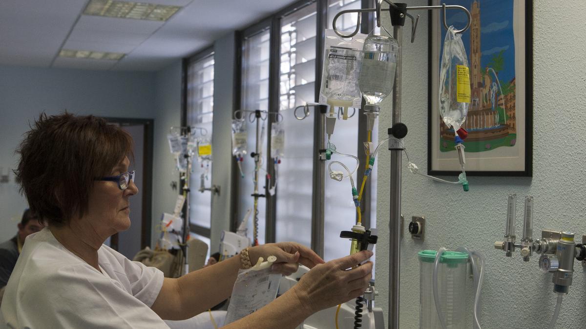 Preparación de medicación en el hospital de día oncológico