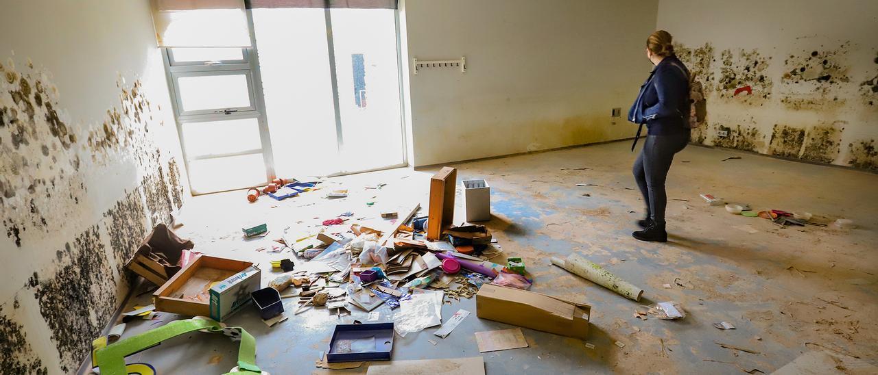 Interior de las instalaciones del Centro Oriol que quedó muy dañado por la DANA