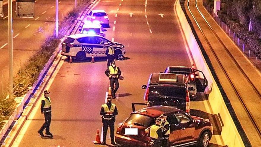 Medio centenar de denuncias policiales en solo una noche por saltarse el toque de queda