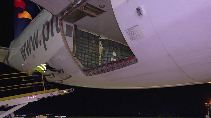 Aterriza en Manises el vuelo número 17 fletado por el Consell