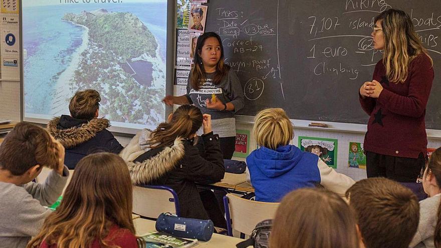 Educación contrata de nuevo solo 800 auxiliares nativos para reforzar el inglés oral