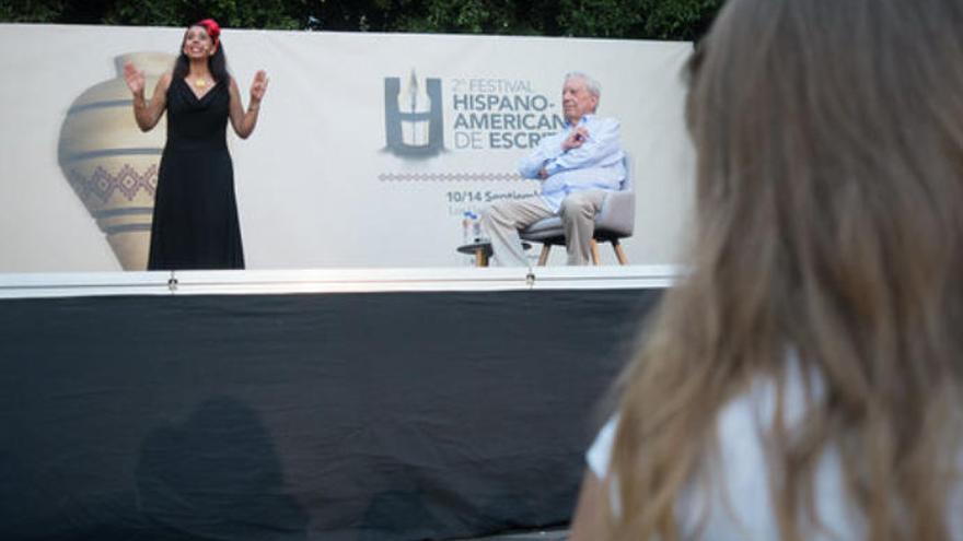 """Vargas Llosa: """"Aprender a leer es lo más grande que me ha pasado"""""""