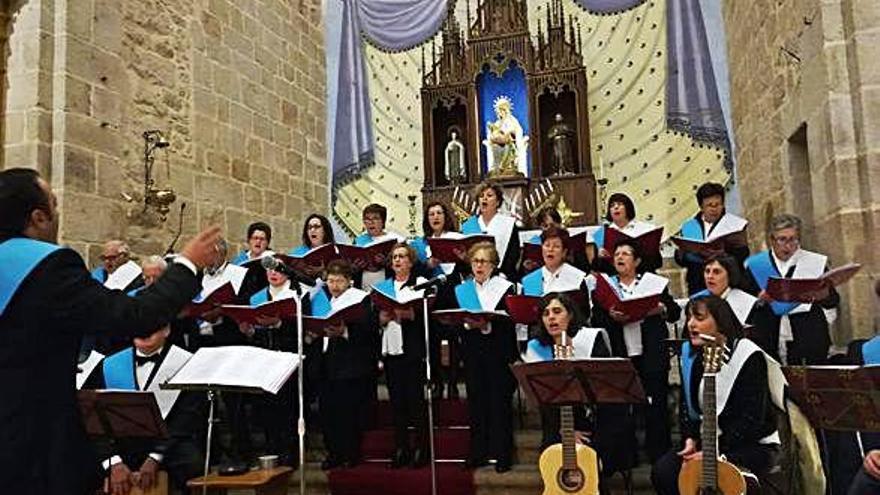 El Coro de Bermillo llena de villancicos Fermoselle
