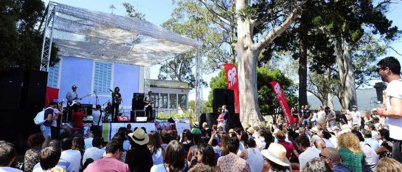 Uno de los conciertos del festival Sinsal celebrados en la isla de San Simón. // I.G.M.