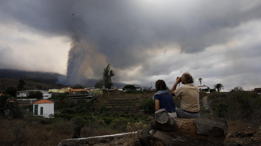 La lucha contra las cenizas del volcán de La Palma