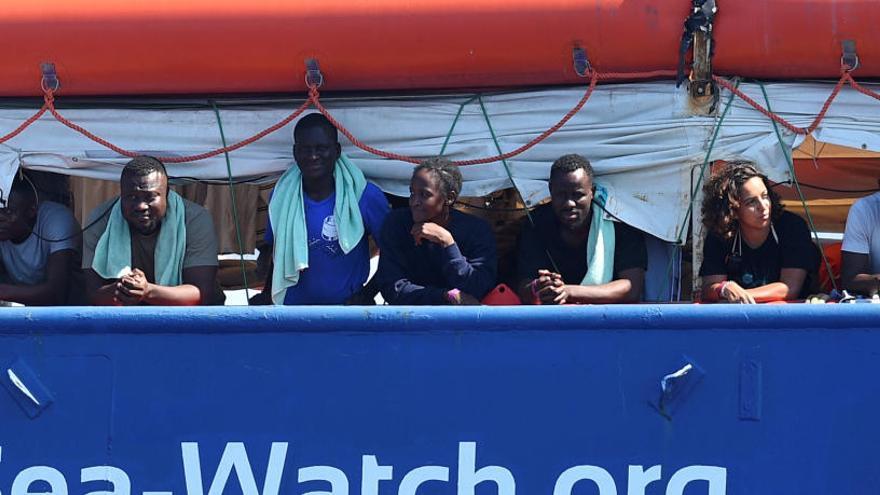 El 'Sea Watch' reta a Matteo Salvini al llevar a puerto a 42 migrantes