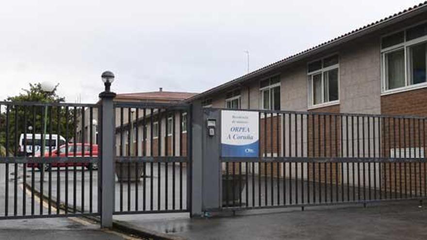 Suben los contagiados en la residencia Ballesol de Oleiros y entra el virus en la Torrente Ballester de A Coruña