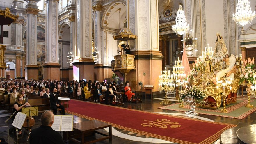 Las Rosarieras devolverán el esplendor de la imagen de la virgen y el guion