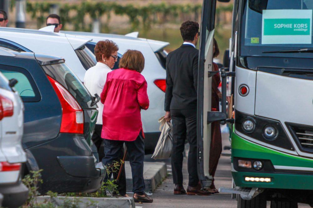 Familiares de los novios saliendo hacia Pollença.