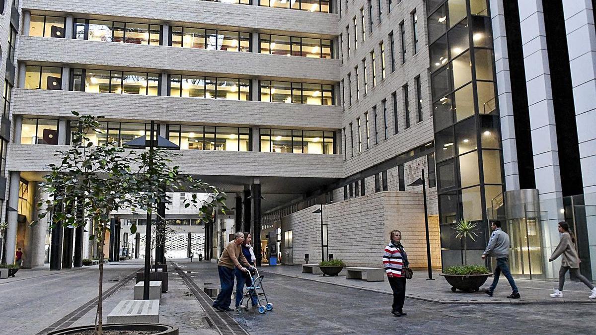 Exterior del Hospital Universitario de Gran Canaria Doctor Negrín.     JUAN CASTRO