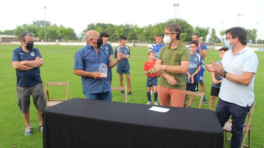 Fortià lliura el Segell d'honor del poble al seu Club Esportiu de futbol