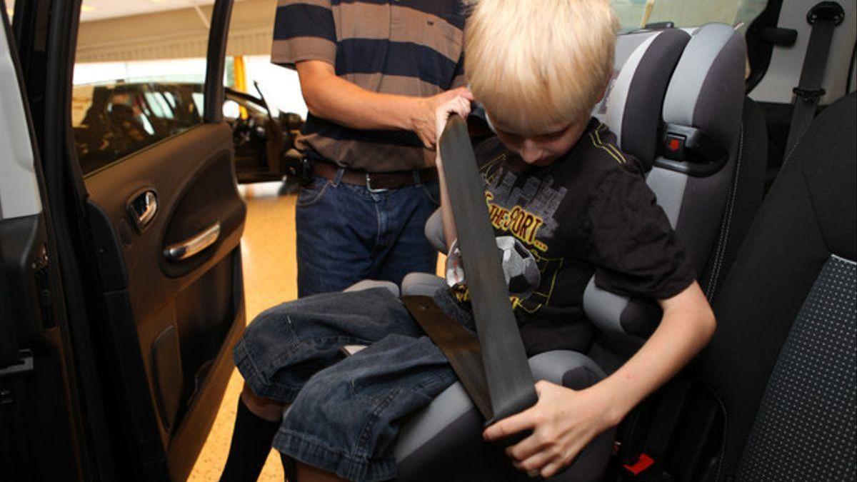Detenidos los padres de una niña herida que no iba en el asiento infantil del coche