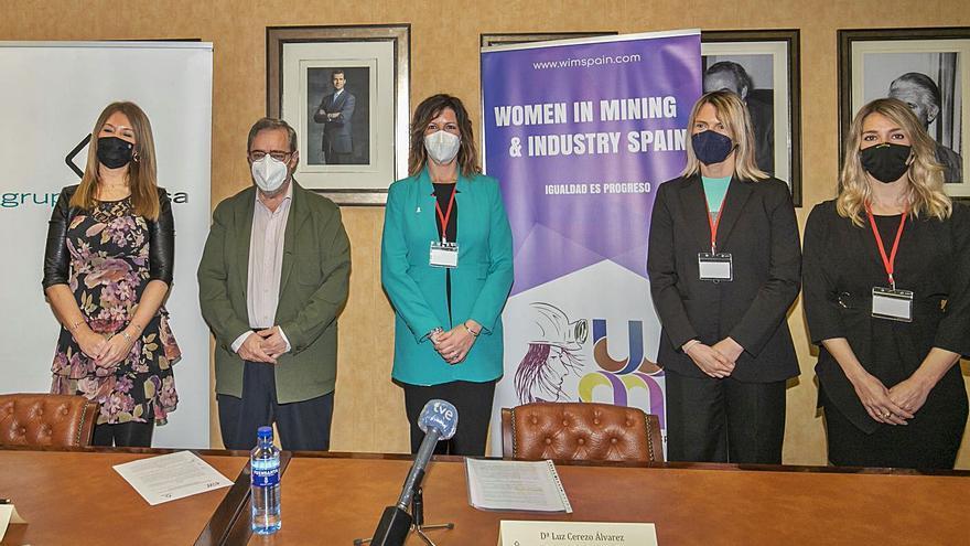 Hunosa, con 73 mujeres en plantilla, busca potenciar el peso femenino en la empresa