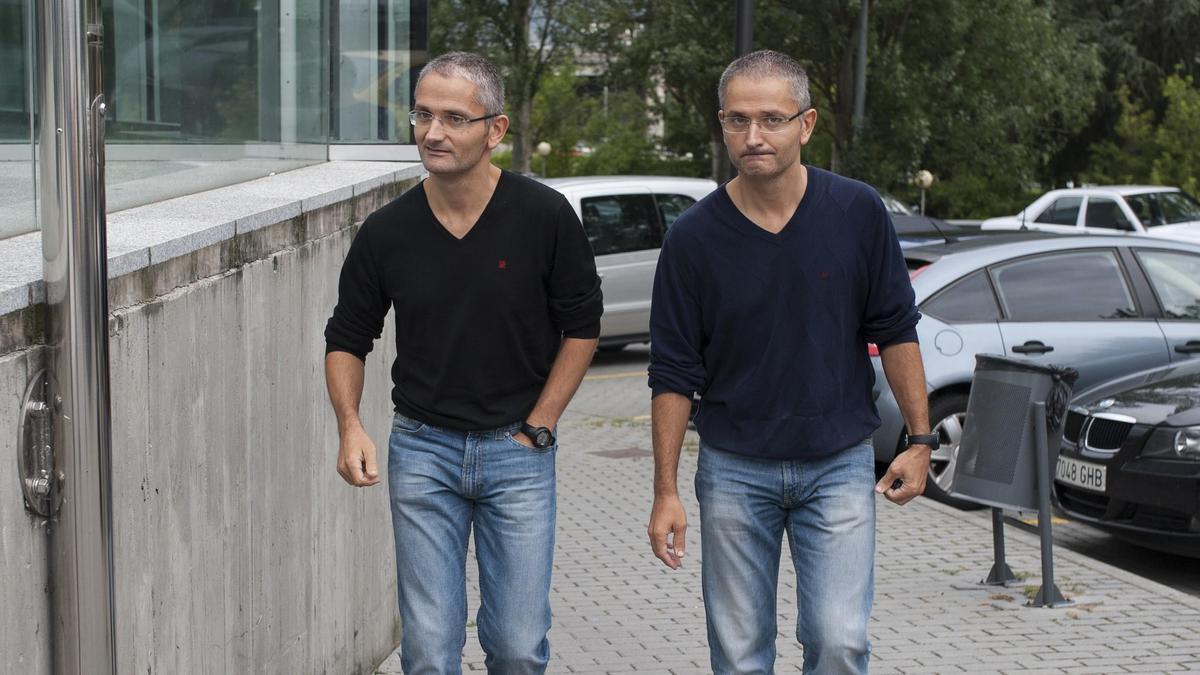 Los policías gemelos Roy y Bernardo D. L. // BRAIS LORENZO