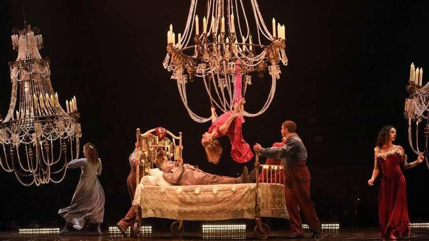 El Circo del Sol desembarca en Santiago con el cortejo fúnebre más alegre