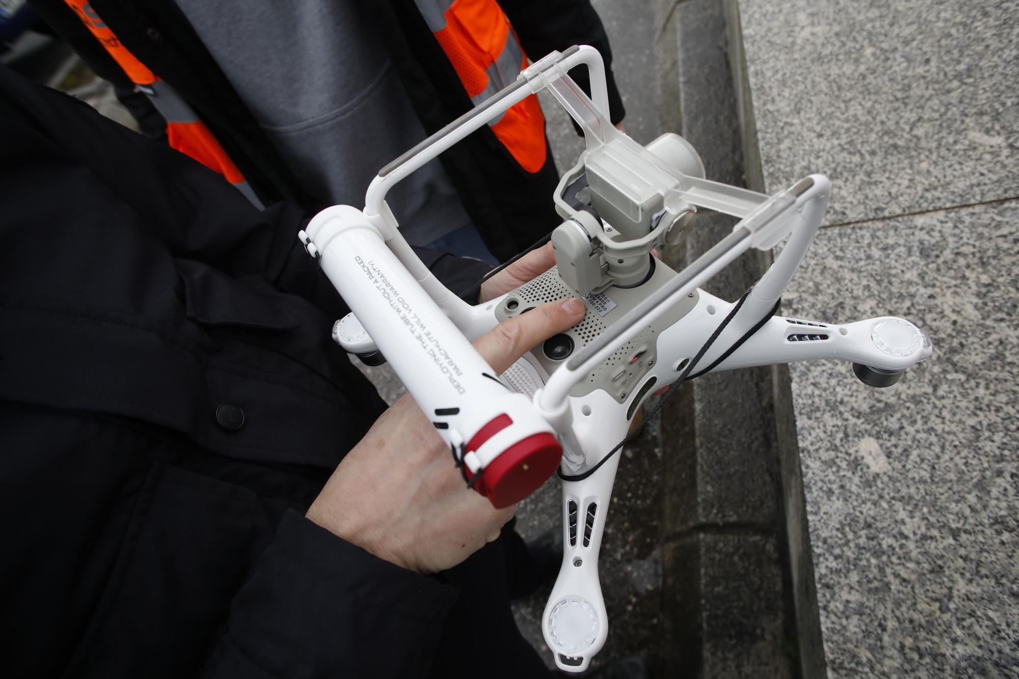 Control policial del vuelo de un dron en San Lorenzo