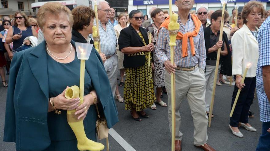San Roque vuelve a la iglesia parroquial tras la procesión en Vilagarcía