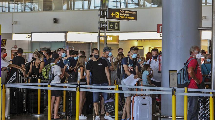 Cuando el móvil te guía al avión en el aeropuerto de Alicante-Elche