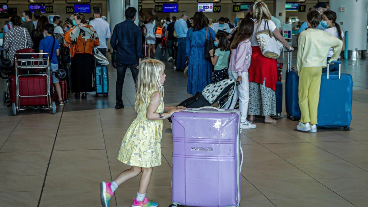 Turistas británicos, en el colapsado aeropuerto de Faro