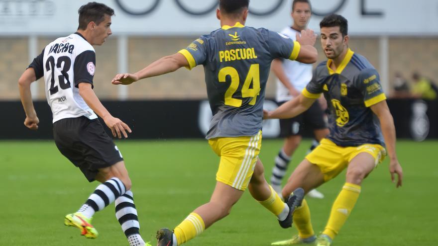 El Badajoz se lleva una victoria a la perseverancia
