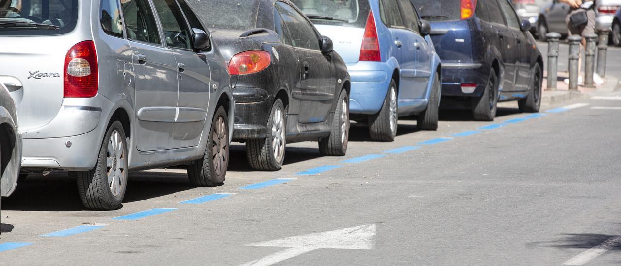 Líneas pintadas de azul en calles de Carolinas Altas, en una imagen reciente
