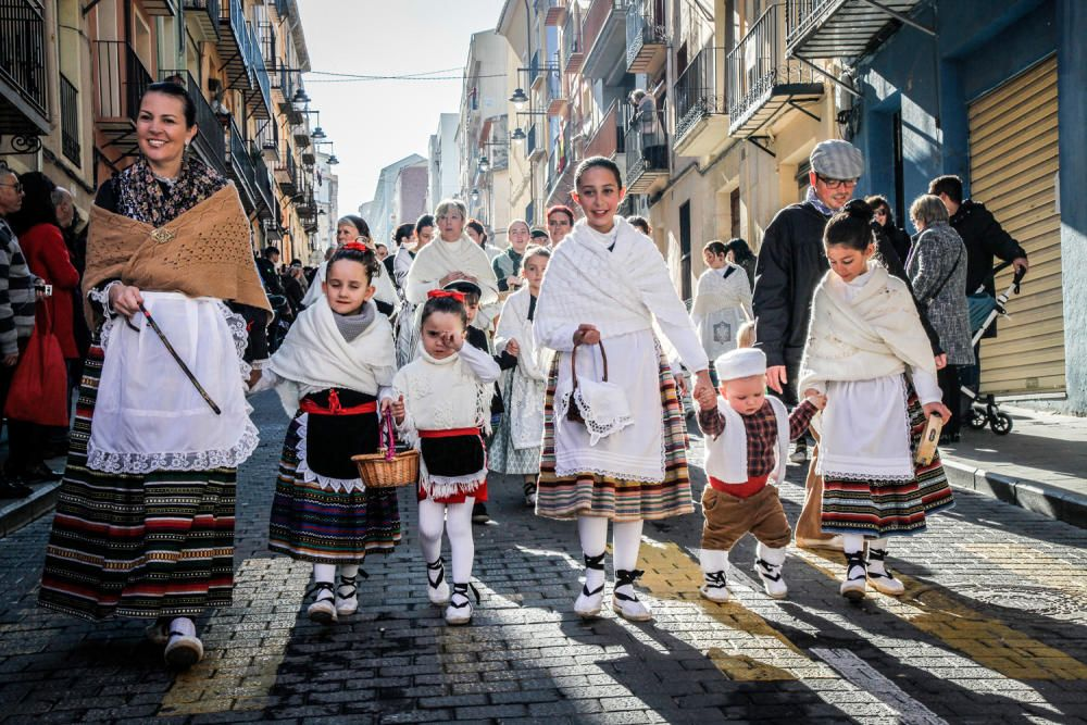 «Les Pastoretes» adoran al Niño en Alcoy