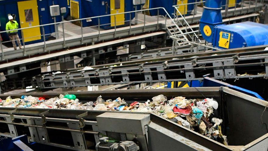 Casi la mitad de los concellos renuncia a aplicar el descuento de Sogama al canon de la basura