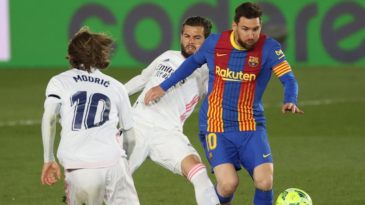 An image of a duel between Barcelona and Real Madrid.