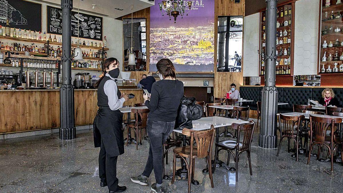 Los bares solo pudieron abrir los interiores una semana el pasado mes de marzo.