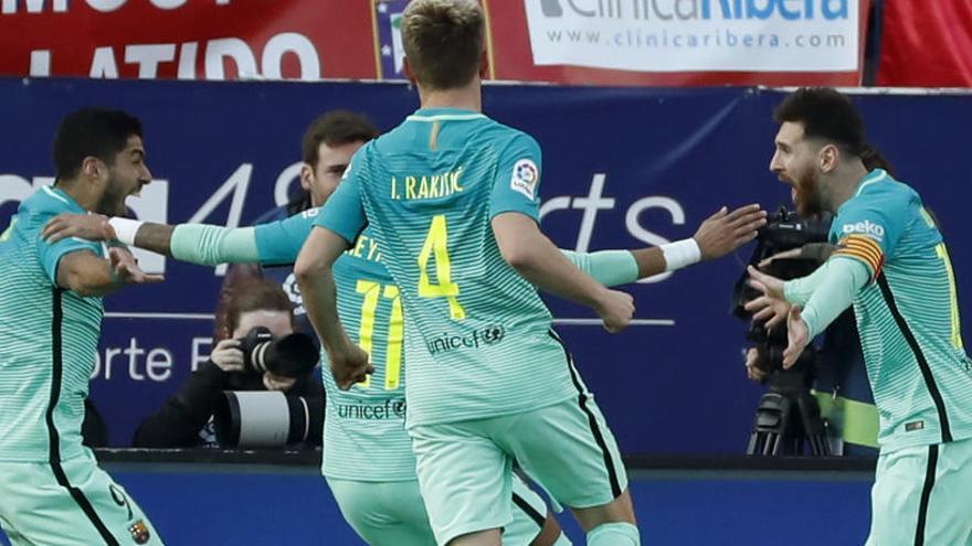 El Barça resisteix, colpeja i insisteix en la Lliga
