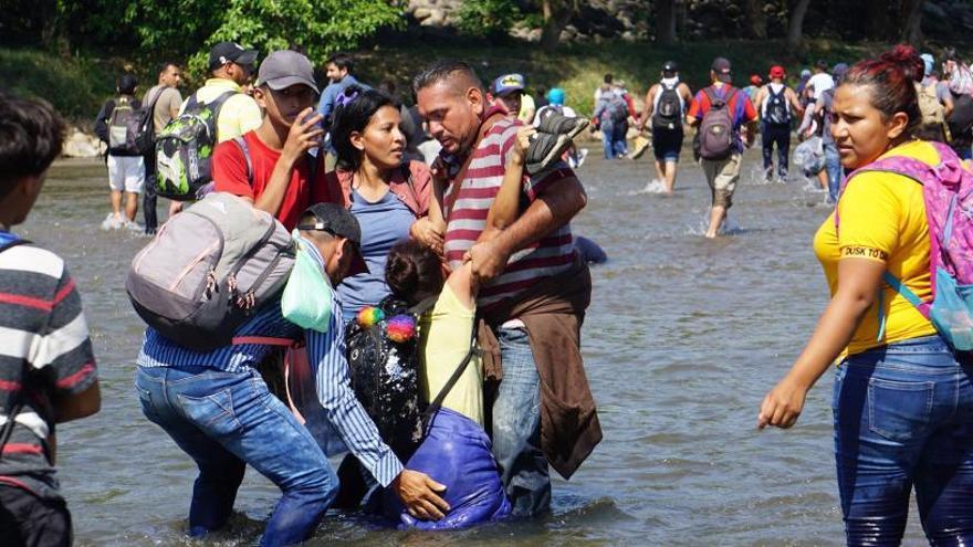 La Guardia Nacional se enfrenta a migrantes para evitar que lleguen a México