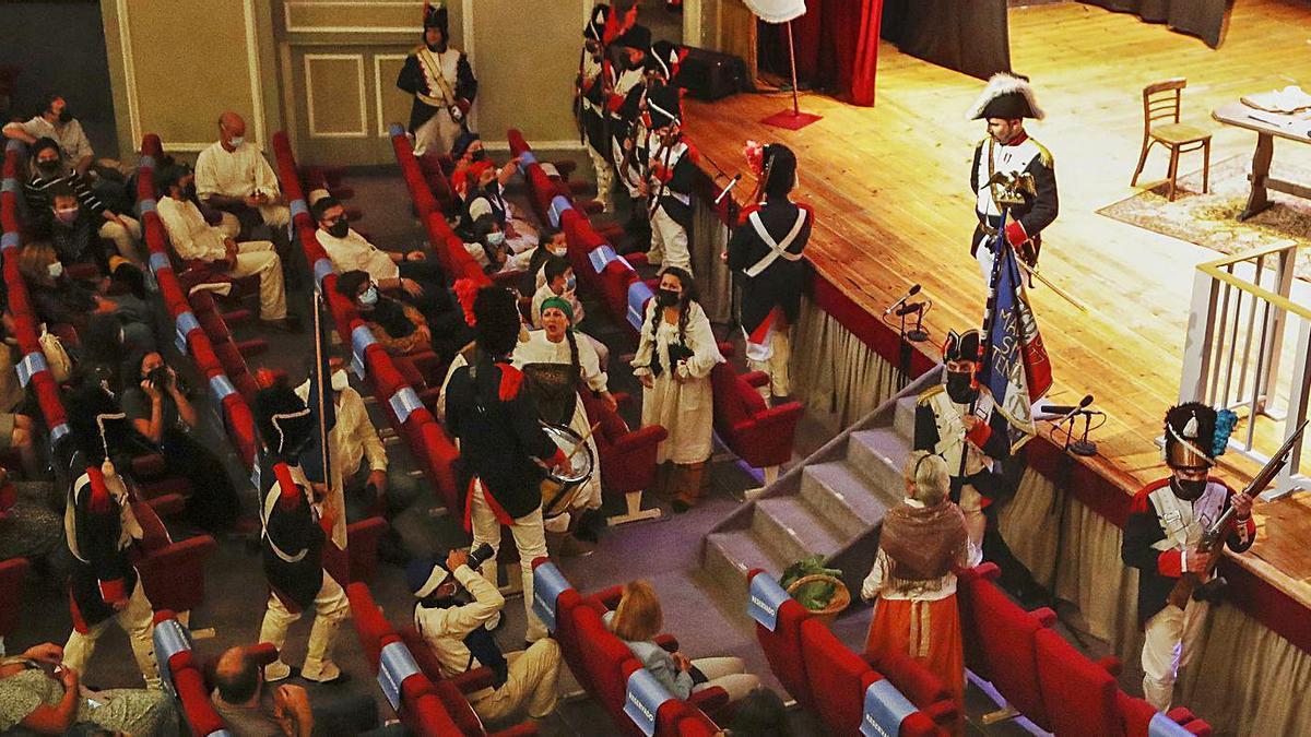 Un instante de la gala celebrada ayer en el teatro de García Barbón.   | // RICARDO GROBAS