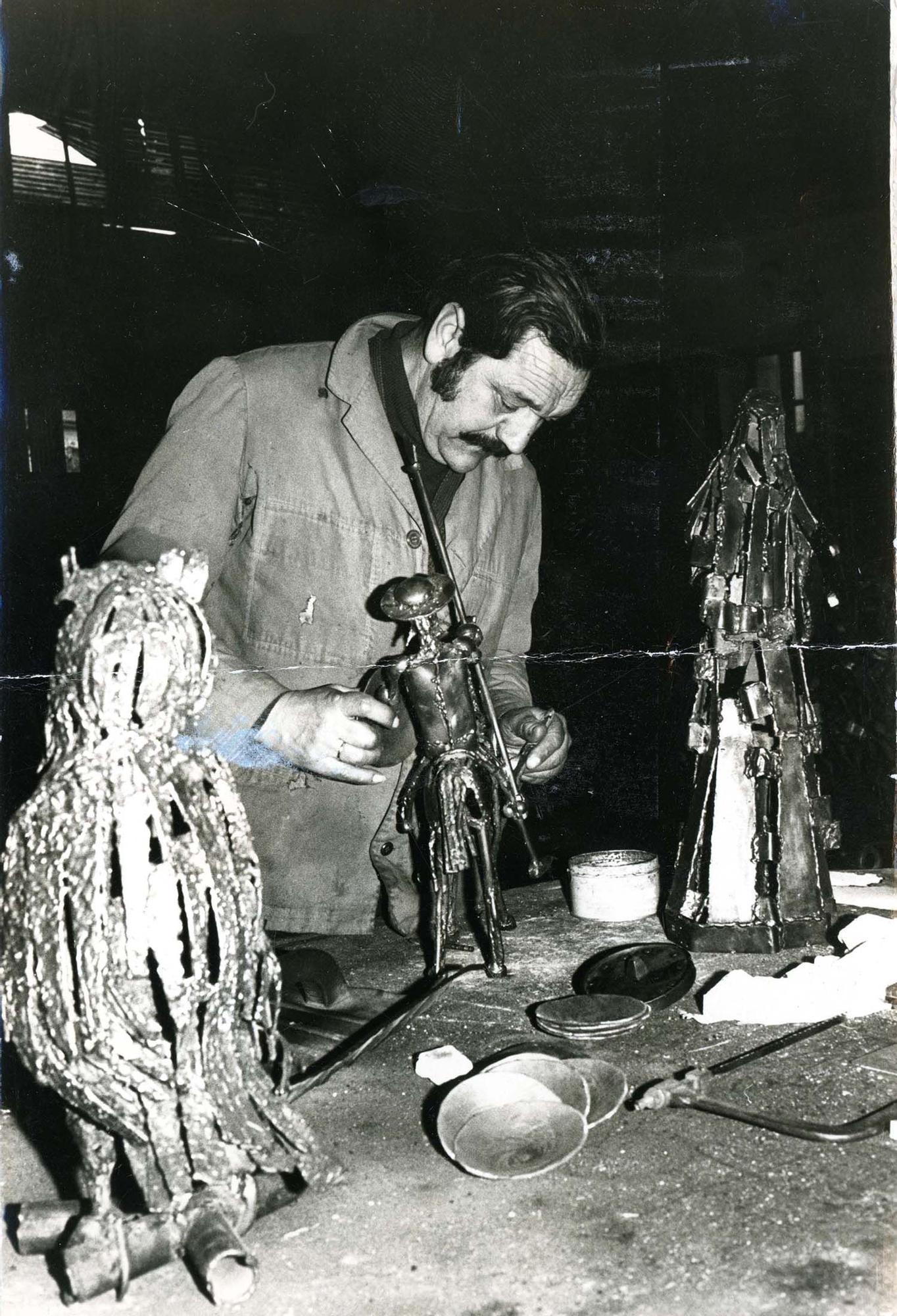 Rafael Rodríguez Urrusti en su taller de Oviedo/Uviéu, h. 1980 | Donación María Luisa López Llano