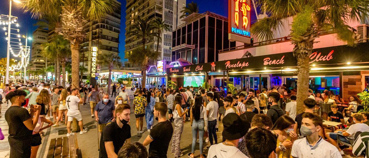 Zona de discotecas de Benidorm a finales de junio