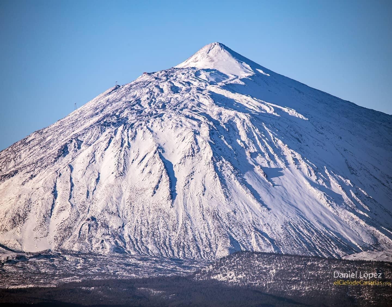 Así luce el Teide nevado