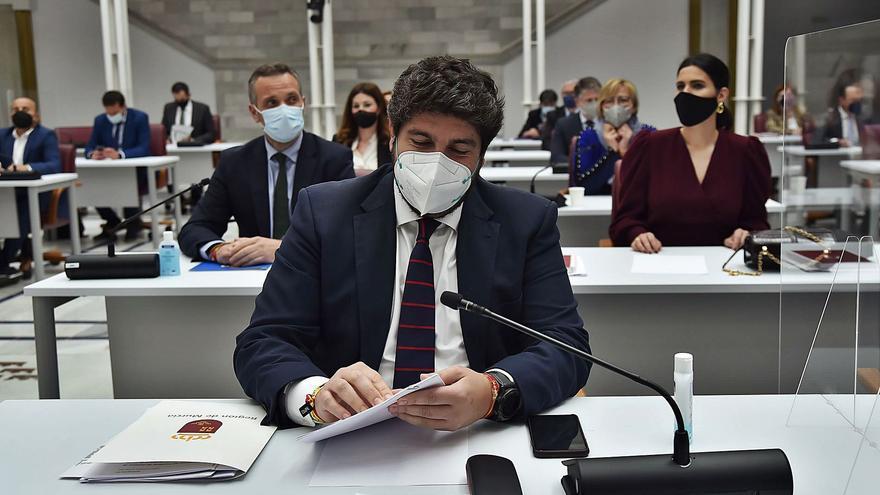 López Miras se plantea cambiar la Ley Electoral para acabar con los minoritarios