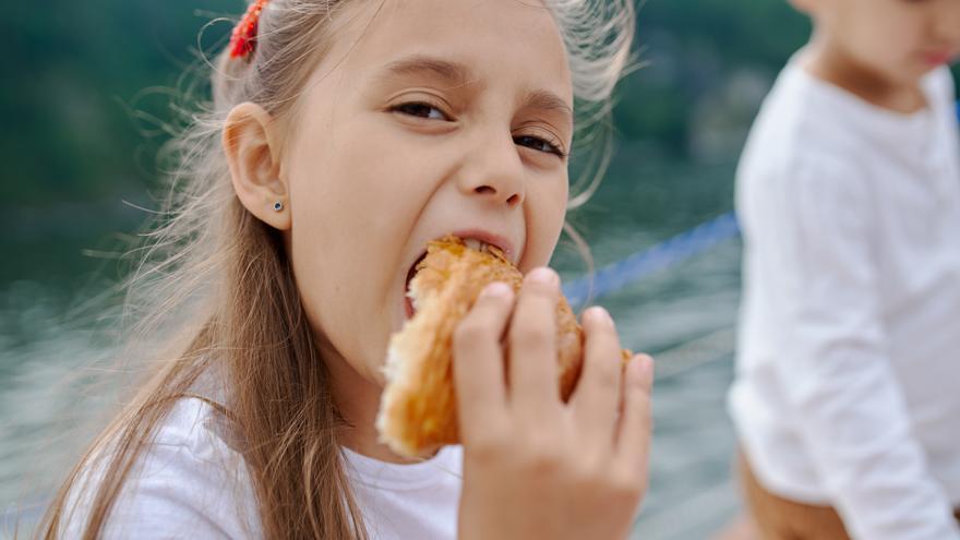 ¿Cuántos azúcares añadidos pueden tomar los niños?