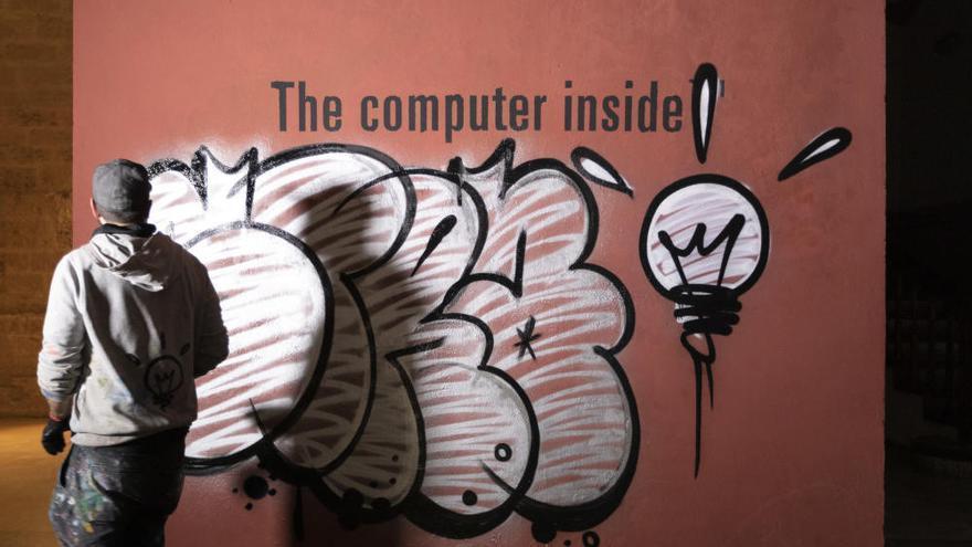 Pintan un grafiti de 1.000 metros cuadrados en el Centre del Carme