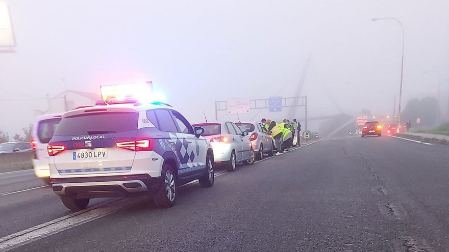 Cinco vehículos sufren un choque múltiple en la salida por Alfonso Molina